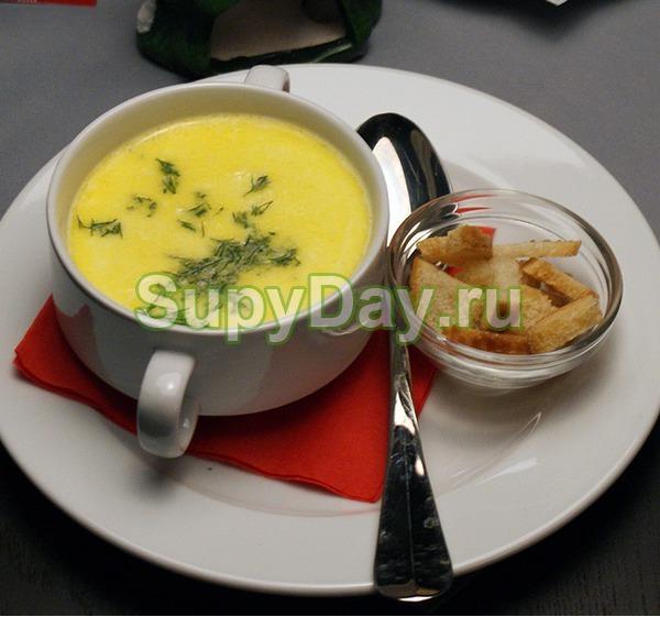 Сырный суп пюре с гренками