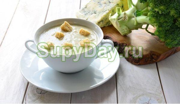 Сырный суп пюре с вином и цукини