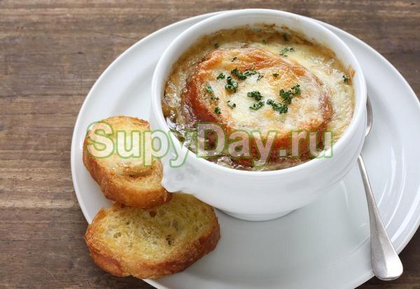 Французский суп с сырными палочками