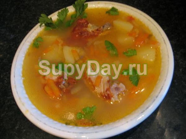 Рецепт горохового супа с копченой курицей и чесночными сухарями