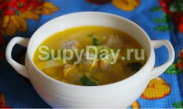 Суп с домашней лапшой и мясными шариками
