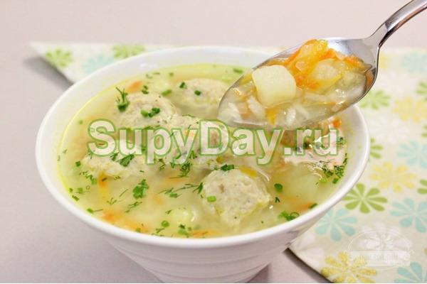 Польский суп из фрикаделек с брынзой
