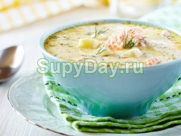 Суп из лосося со сливками и с черными лисичками