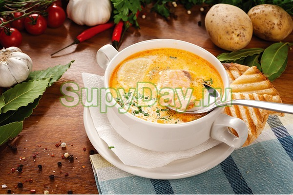 Суп из лосося со сливками, помидорами и сельдереем
