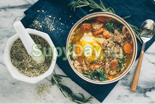 суп с морской капустой и яйцом с курицей