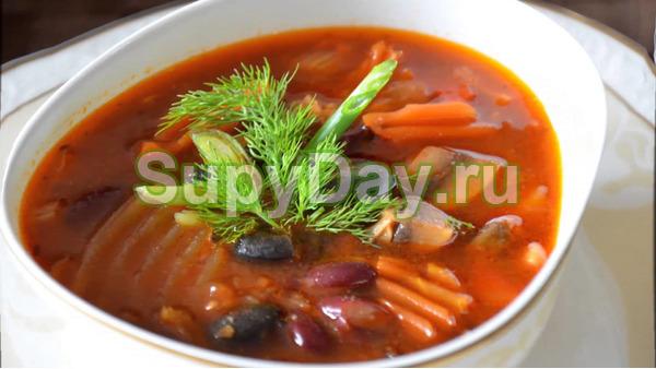 Классический суп из красной фасоли
