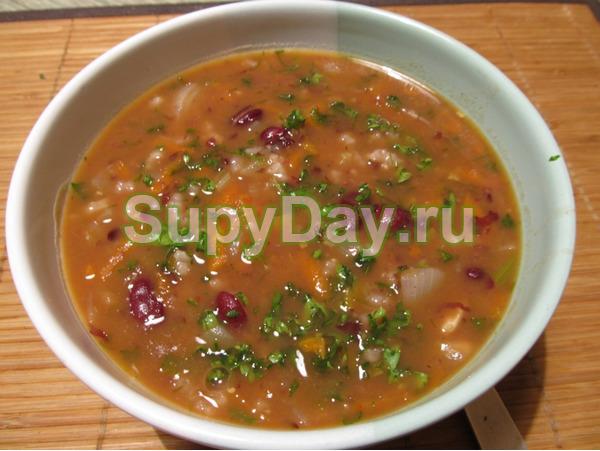 Фасолевый суп с орехами и черносливом