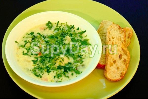 Суп из цветной капусты и зеленым горошком