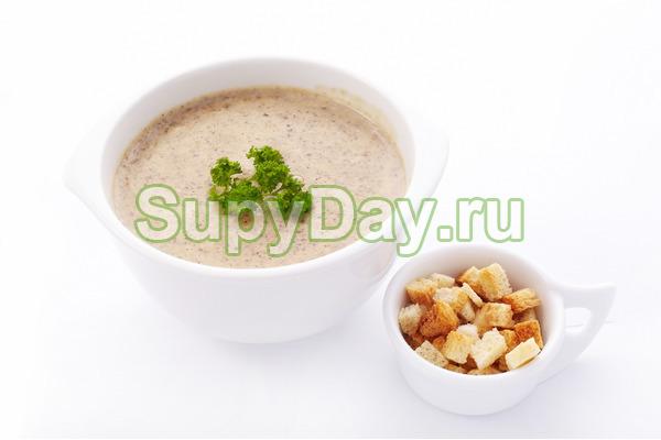 Крем-суп из лисичек и белых грибов
