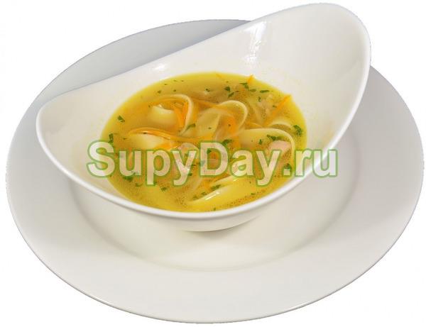 Классический куриный суп с лапшой