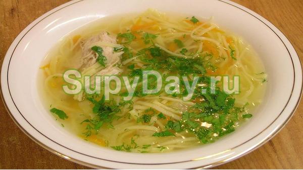 Нежный куриный суп с лапшой