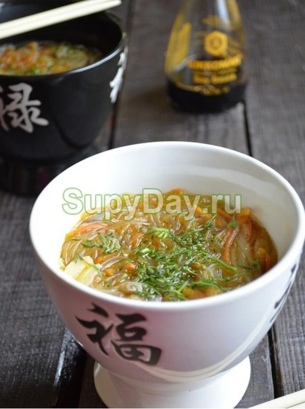 Китайский куриный суп с прозрачной лапшой