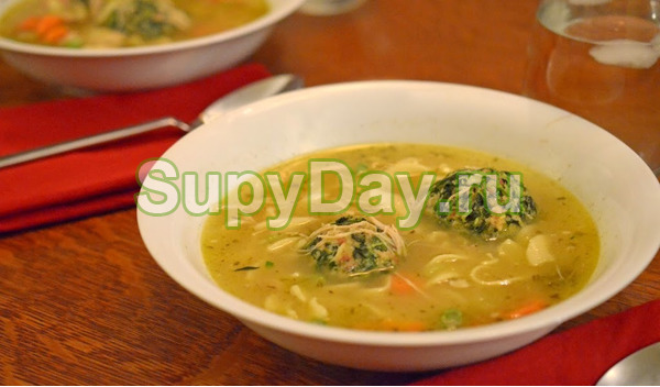 Куриный суп с лапшой со стручковой фасолью и брокколи