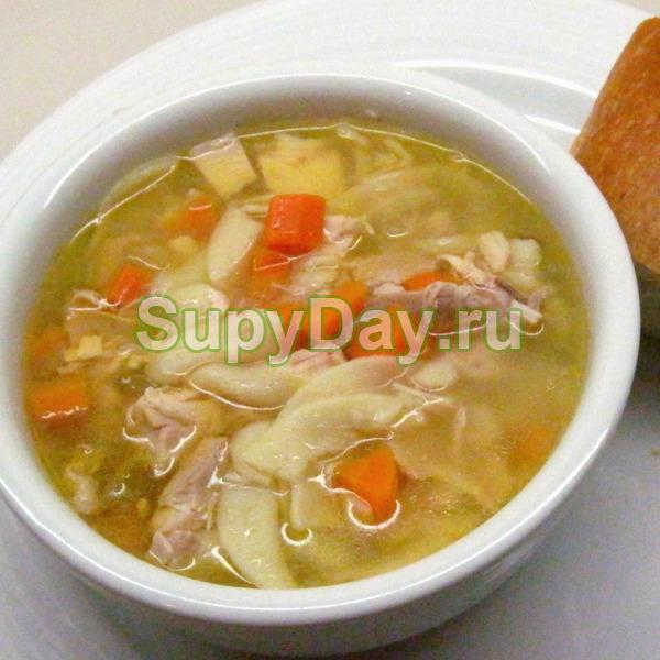 Куриный суп с лапшой и клецками