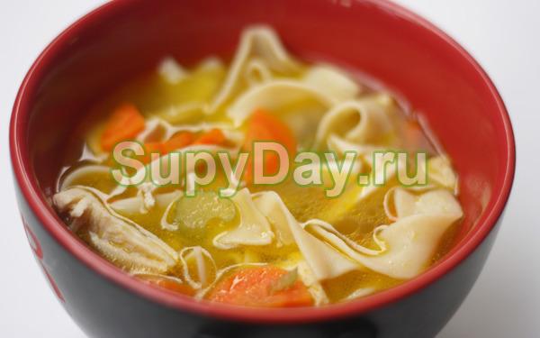 Диетический куриный суп с лапшой