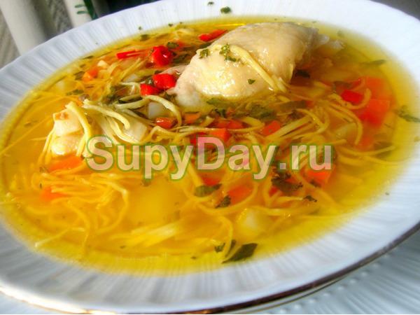 Острый куриный суп с лапшой