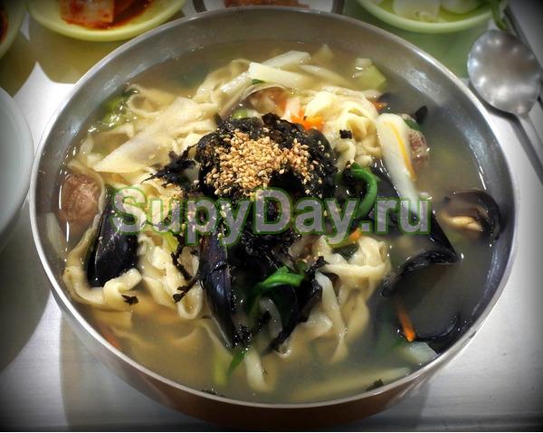 Калькуксу – корейский куриный суп с лапшой