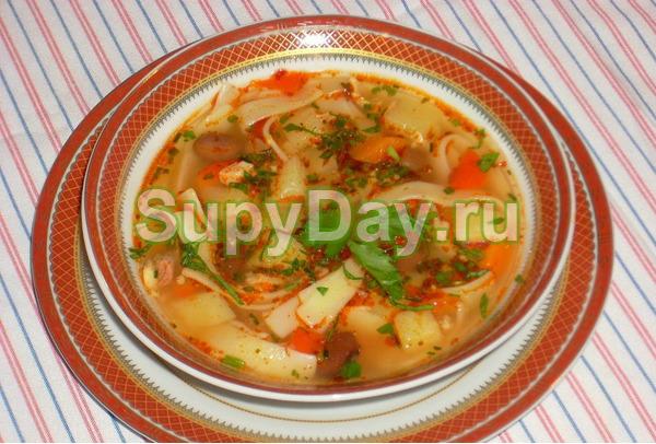 Куриный суп с лапшой и фасолью