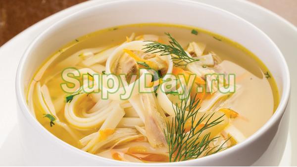 Куриный суп с домашней лапшой и гвоздикой