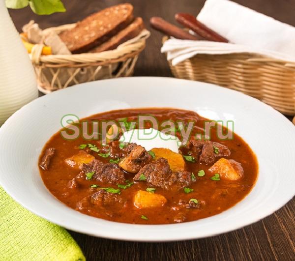Суп гуляш в мультиварке из говядины