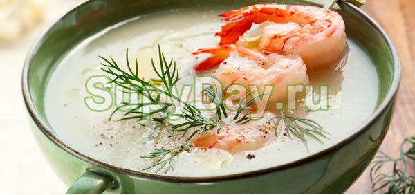 Сытный суп из брокколи и морских креветок