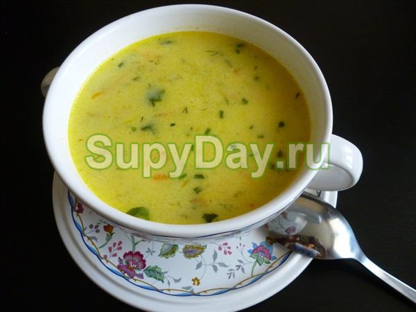 Быстрый суп с курицей, грибами и плавленым сырком