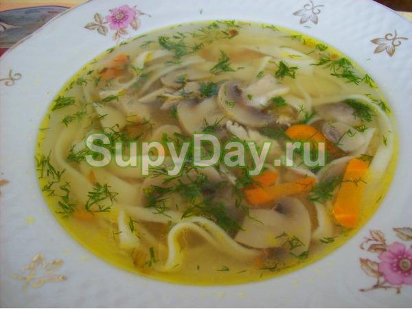 Суп с курицей, грибами и лапшой