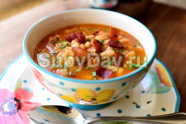 Сливочный суп с копченой грудинкой
