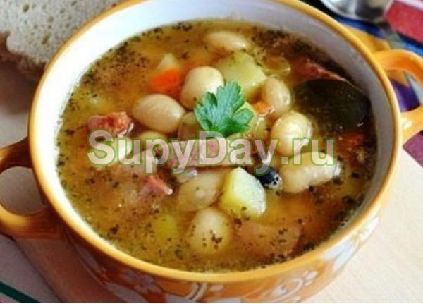 Фасолевый суп с копченой курицей