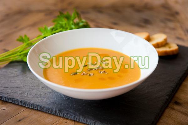 Тыквенный суп-пюре с копченой курицей