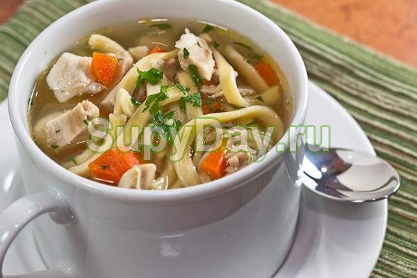 Классический куриный суп с домашней лапшой