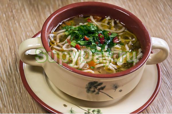 Суп лапша по-домашнему с жареным куриным филе