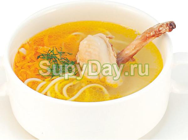 Золотой куриный суп с лапшой