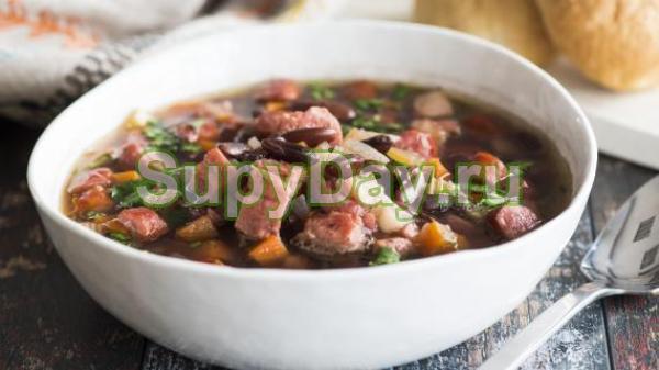 Суп из фасоли, говядины, капусты и сельдерея
