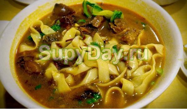 Суп из сушёных белых грибов с домашней лапшой