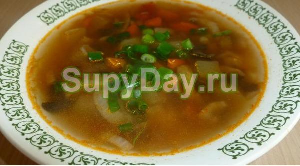Суп из белых сушёных грибов и кабачков