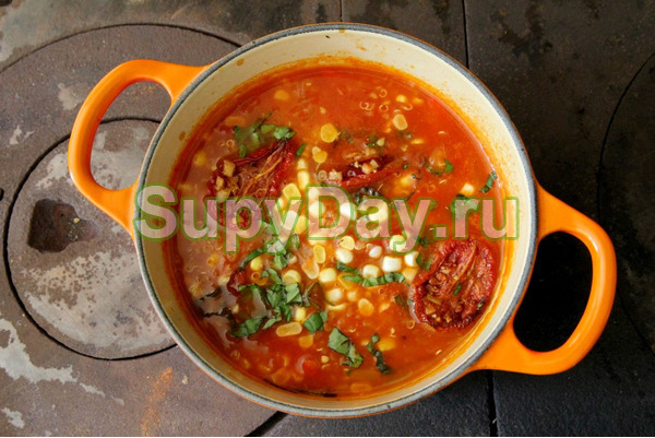 Кукурузный томатный суп с курицей