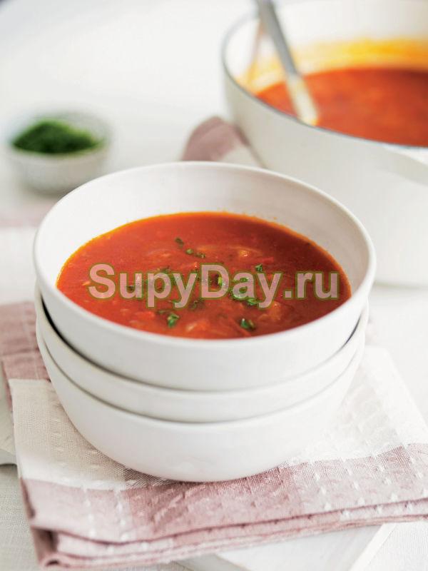 Томатный суп с сельдереем и курицей