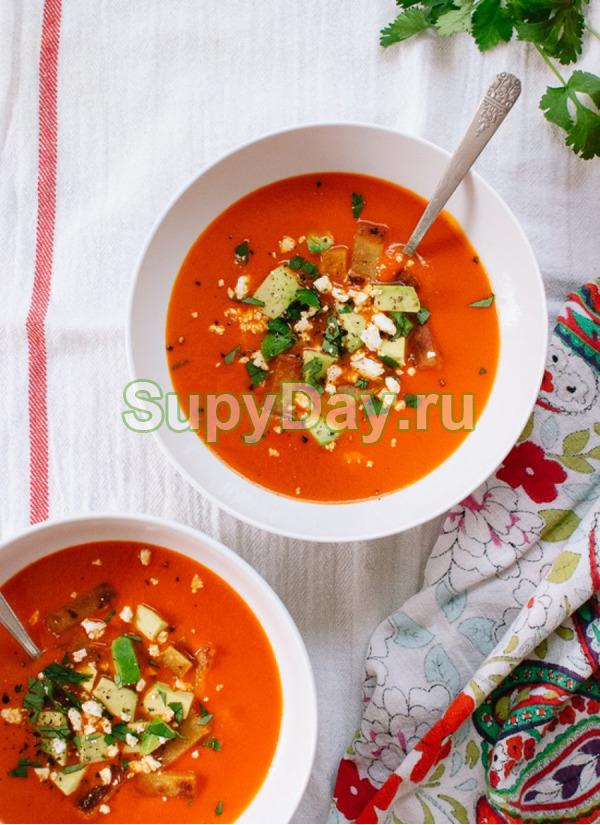 Мексиканский томатный суп с жаренным куриным мясом