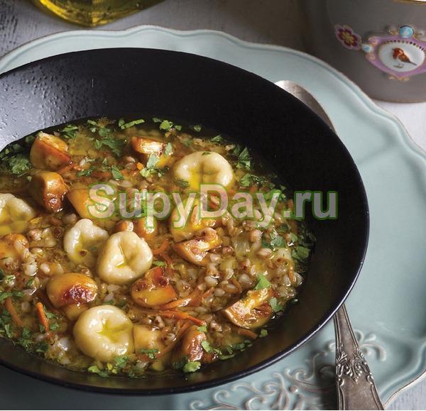 Грибной суп с картофельными клецками и гречкой