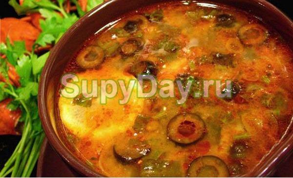 Суп солянка с грибами и мясом