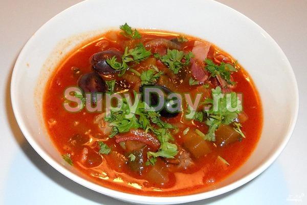 Суп солянка с маринованными грибами и фасолью