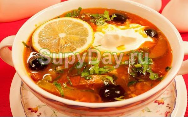 Суп солянка с груздями