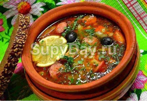 Суп солянка с разными видами грибов