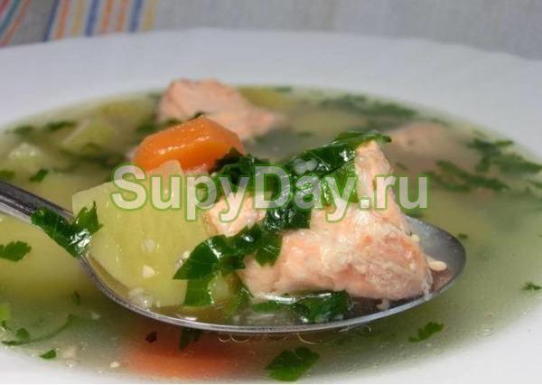 Легкий суп из горбуши замороженной