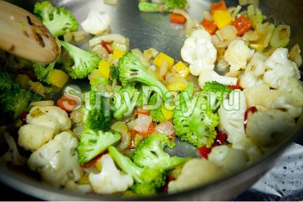 Суп из брокколи и цветной капусты в мультиварке