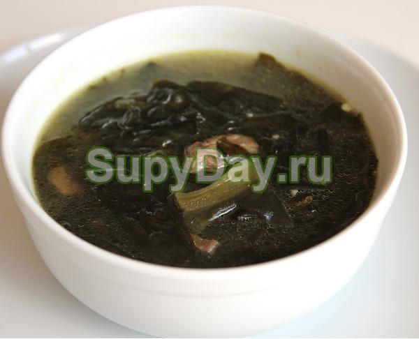 Суп с морской капустой, яйцом и горошком