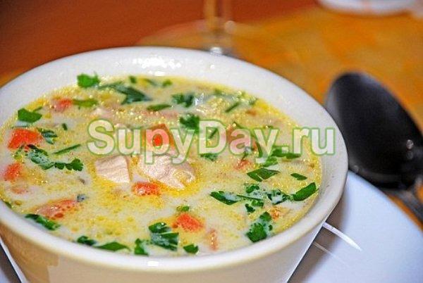 Грибной суп из шампиньонов, плавленого сыра и курицы