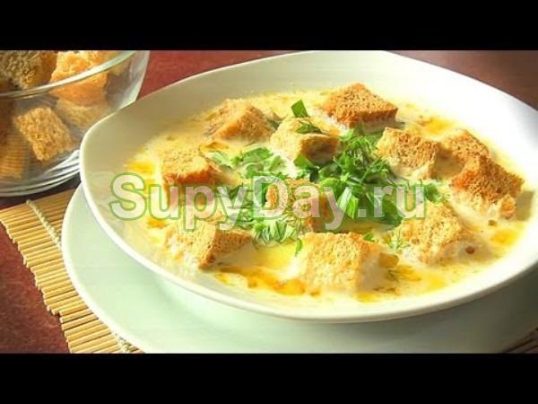 Грибной суп из шампиньонов с плавленым сыром и сухариками