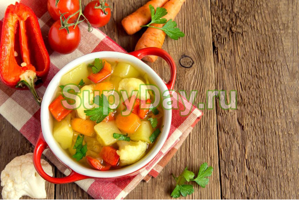 Суп овощной с цветной капустой на мясном бульоне